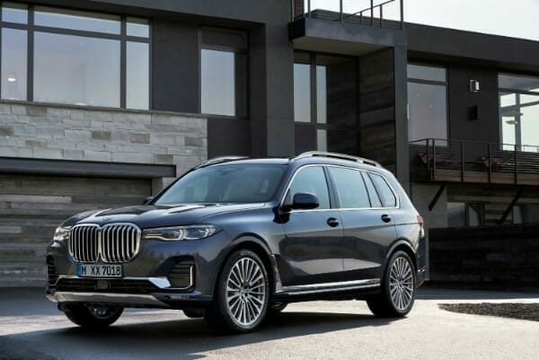 2019 BMW X7 - left side view